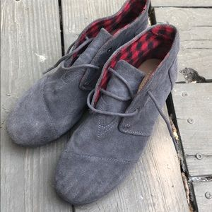 Excellent condition size 3 Toms, worn once!